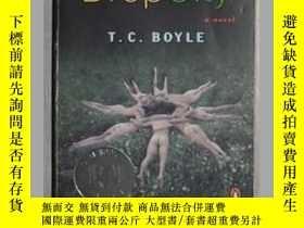 二手書博民逛書店英文原版罕見Drop City by T.C. Boyle 著Y