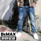 【胖胖星球】中大尺碼‧反摺圖騰造型牛仔褲 38~50腰‧加大【78304】