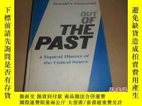 二手書博民逛書店out罕見of the past a topical history of the united states(精