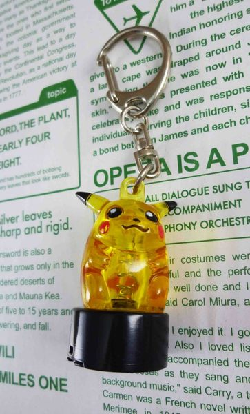 【震撼精品百貨】神奇寶貝_Pokemon~鎖圈/鑰匙圈-皮卡丘造型-黑底(來電會閃爍喔!!)