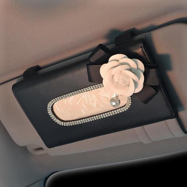 車載紙巾盒山茶花鑲鉆車用紙巾盒汽車內飾用品抽紙盒車載遮陽板掛式紙巾套女 快速出貨
