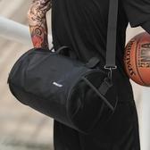 健身包斜背包籃球運動健身背包男訓練包女士手提行李旅行包桶包斜挎單肩圓筒包
