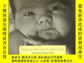 二手書博民逛書店The罕見Amazing Newborn: Discovering And Enjoying Your Baby