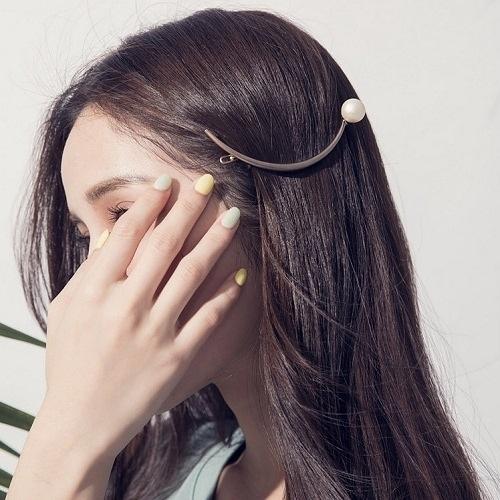 Qmishop 韓版氣質珍珠金屬月牙形髮夾 【QG2075】
