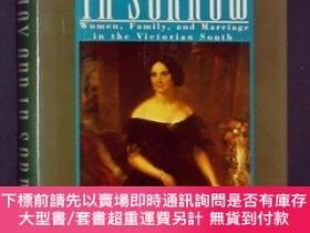 二手書博民逛書店In罕見Joy and in Sorrow: Women, Family, and Marriage in the