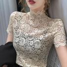 蕾絲上衣 氣質修身洋氣夏季蕾絲上衣女短袖性感鏤空時尚高領小衫潮-Ballet朵朵