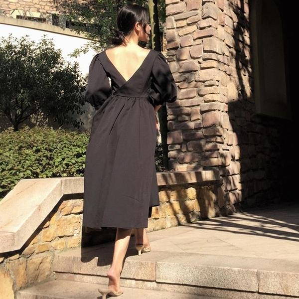 [超豐國際]夏季女裝赫本風氣質百搭顯瘦后背鏤空泡泡袖小黑裙女1入