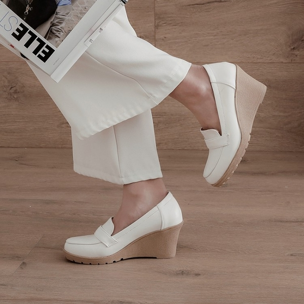 大尺碼女鞋34~43 2020英倫時尚顯瘦百搭圓頭厚底楔形鞋~3色R0917001