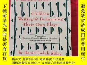 二手書博民逛書店Playmaking:罕見Children Writing & Performing Their Own Play