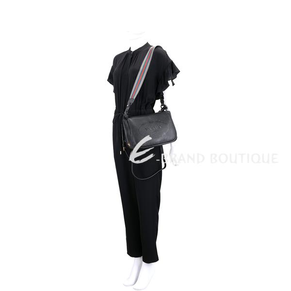 PRADA 經典徽章浮刻附雙背帶小牛皮斜背包(黑色) 1830001-96