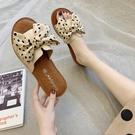 拖鞋女夏外穿2020新款蝴蝶結一字拖牛筋平底軟防滑孕婦沙灘涼拖鞋 怦然心動