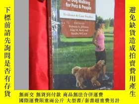 二手書博民逛書店The罕見Health Benefits of Dog Walk