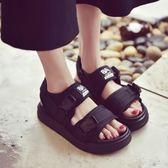 厚底涼鞋 夏季涼鞋女休閒女鞋韓版情侶款露趾平跟厚底學生鞋百搭潮   Cocoa