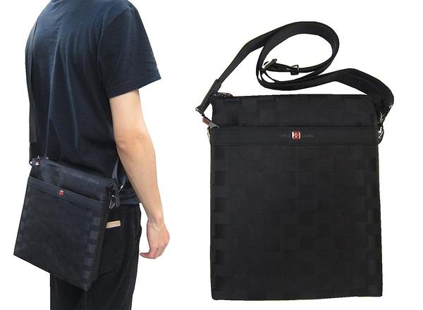 ~雪黛屋~OVER-LAND 肩側包中容量主袋+外袋共五層扁型包設計三層主袋口防水尼龍布材質T5100