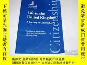 二手書博民逛書店Life罕見In The United Kingdom - A Journey To CitizenshipY