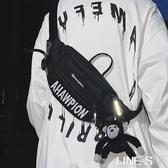 潮牌斜挎包運動男包日系小背包男士反光胸包嘻哈單肩女學生腰包潮