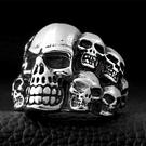 《 QBOX 》FASHION 飾品【RBR8-079】精緻個性龐克風多重骷顱頭鑄造鈦鋼戒指/戒環