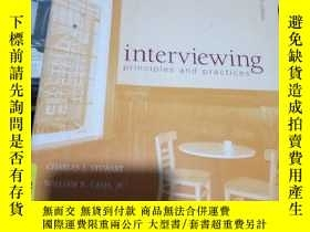 二手書博民逛書店Interviewing罕見: principles and p