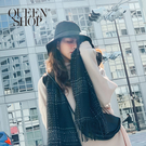 Queen Shop【07010419】虛線格紋黑白流蘇造型圍巾*現+預*