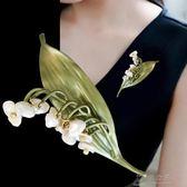 歐美森繫仿珍珠貝殼鈴蘭花胸針絲巾披肩扣胸針胸花大衣外套配飾品    俏女孩