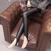 皮褲 皮褲女秋冬加絨加厚靴褲緊身彈力外穿踩腳打底褲高腰亞光pu皮長褲-米蘭街頭