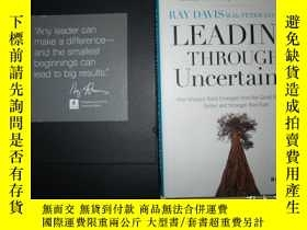 二手書博民逛書店LEADING罕見THROUGH UNCERTAINTY(外文原