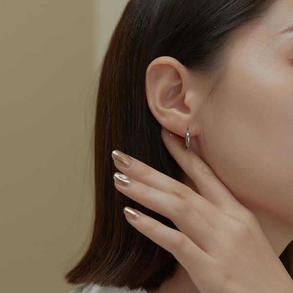 Queen Shop【07030715】半圓月亮造型設計耳針式耳環*現+預*