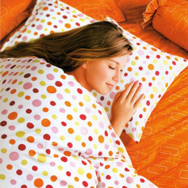 台灣製-彩色點點 雙人加大(6x6.2呎)四件式鋪棉涼被床包組-橘白色[艾莉絲-貝倫]T4HC-3B77-OG-B