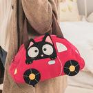 開著亮麗紅車車 小黑貓好興奮 於可以出去兜風啦! 興奮的都把頭探出來了呢~