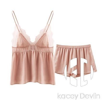 吊帶短褲家居服女兩件套裝垂感絲光緞面仿真絲睡衣女夏季【Kacey Devlin】