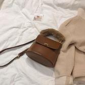網紅斜背包/側背包包女新款韓國chic百搭復古毛毛手提小包單肩水桶包 衣櫥秘密