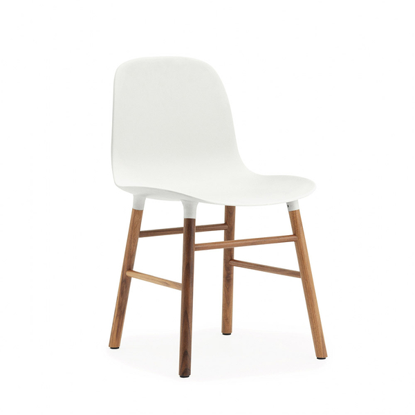 丹麥 Normann Copenhagen Form Chair 俐落風格系列 單椅 木質椅腳(白色椅身 / 胡桃木椅腳)