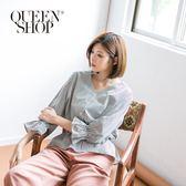 Queen Shop【01096016】黑白條紋小花印花澎澎袖V領上衣*現+預*