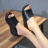 厚底拖鞋 涼拖夏百搭黑色高跟魚嘴防滑一字坡跟涼拖鞋