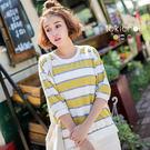 ◆ 三種色系的配色條紋,在領口及袖口做羅紋剪接,下身搭配牛仔褲即可出門。