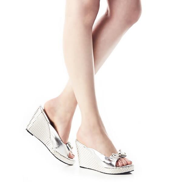 ★零碼出清★Keeley Ann蝴蝶結鑽飾真皮幾何圖騰楔形跟鞋(銀色)