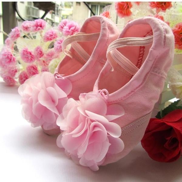 舞蹈鞋 兒童舞蹈鞋女童芭蕾舞鞋幼兒練功鞋貓爪鞋表演跳舞鞋形體軟底鞋 怦然心動