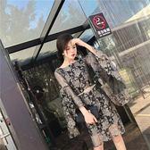 中大尺碼 2018韓版時尚氣質性感透視漏背燙金蕾絲修身喇叭袖腰帶連衣裙 AD759『時尚玩家』