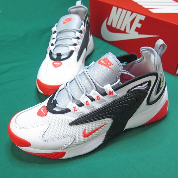 小編激推!【iSport愛運動】NIKE ZOOM 2K 休閒鞋 AO0269105 男款 黑白x橘紅