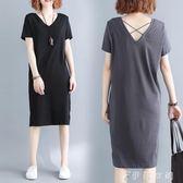洋裝 大碼女裝mm夏裝韓版寬鬆V領中長款T恤洋氣露背顯瘦 伊鞋本鋪