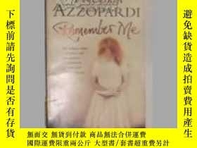 二手書博民逛書店英文原版罕見Remember Me by Trezza Azzo