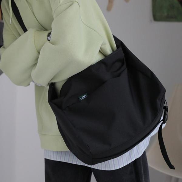 工裝包 YAMY大容量斜挎包女學生布背包工裝黑色小眾設計感包包男單肩挎包 ww
