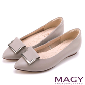 MAGY OL通勤專屬 方型飾釦牛皮尖頭平底鞋-灰色