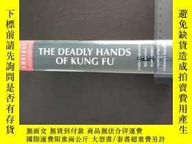 二手書博民逛書店The罕見Deadly Hands of Kung Fu Omn