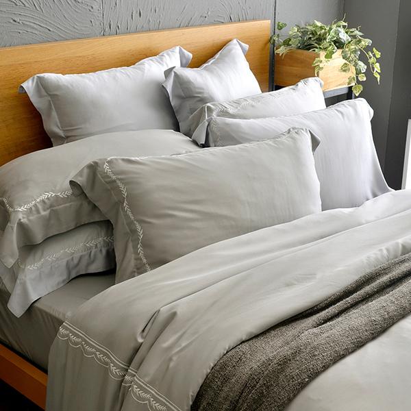 法國CASA BELLE《皇室香緹》雙人天絲刺繡四件式防蹣抗菌吸濕排汗兩用被床包組 灰色