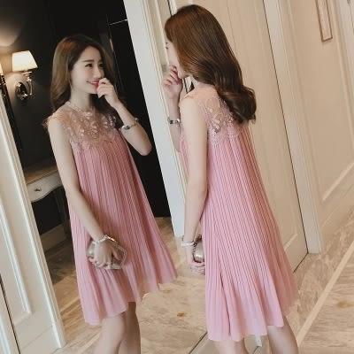 pink中大尺碼夏季新款韓版雪紡寬鬆大碼百褶連衣裙無袖蕾絲拼接a字小黑裙 LJ1558