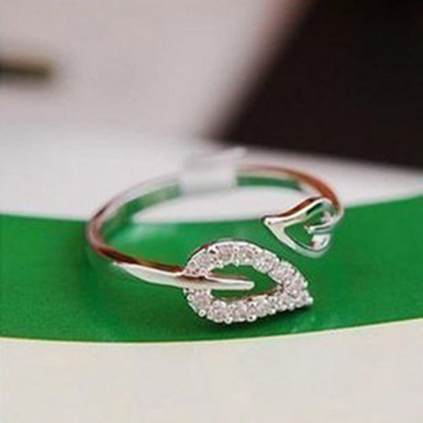 【01027】 韓版時尚葉子鑲鑽戒指 可調節戒環 《FM-K1017》