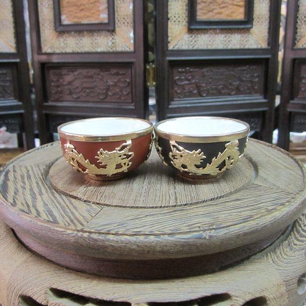 宜興紫砂 包金黑紅浮雕龍小茶杯(黑色)
