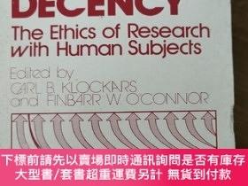 二手書博民逛書店Deviance罕見and decency : the ethics of research with human
