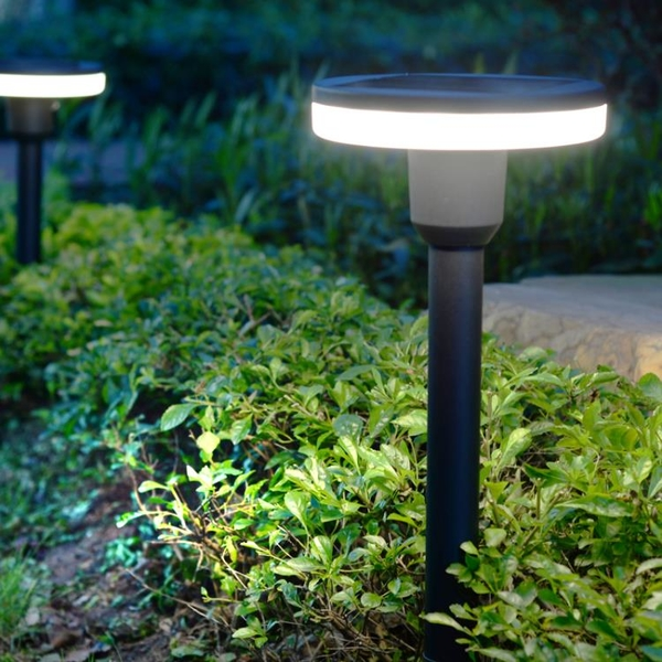 家用超亮簡約太陽能戶外庭院燈戶外仿古防雨水LED花園插地草坪燈 果果輕時尚